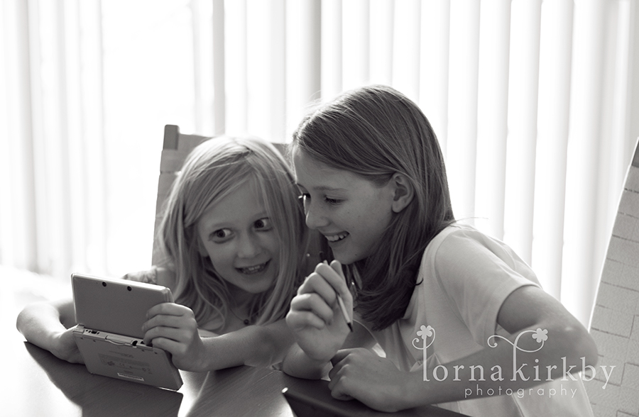 Hannah and Jenna are best buddies, child photography