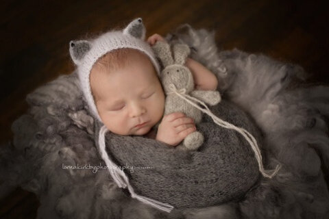 Example of well-chosen newborn photo props.